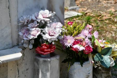 Elegir las flores para el entierro