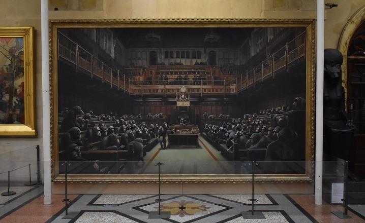 los chimpances en el Parlamento de Banksy