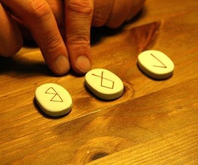 tirada de runas magicas