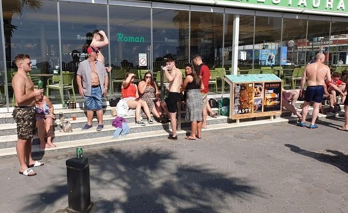 Turistas britanicos ebrios coronavirus