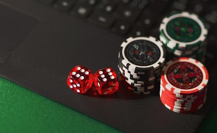 Causas del éxito del póker online entre jóvenes